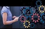 Vier manieren waarop cobots en end-of-arm-tooling (EoAT) de logistieke en productiesector ondersteunen