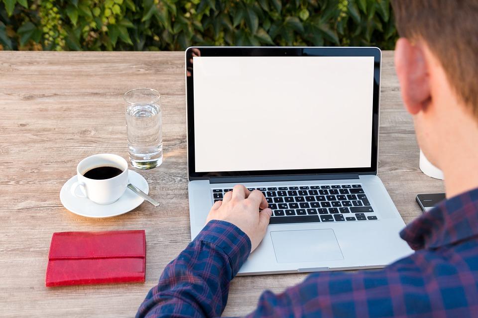 Werkgevers investeren onvoldoende in technologie voor werken op afstand